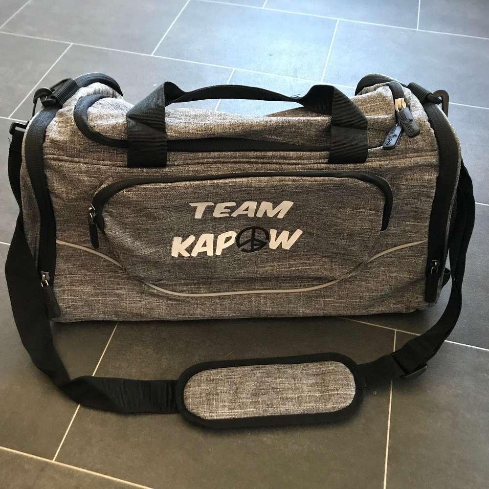 e5c97874584923 GymBag - #TEAMKAPOW - grey - Kapow®-Style-Shop